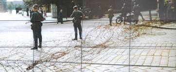 A la surprise générale, dans la nuit du 12 au 13 août 1961, près de 15 000 membres des forces armées de RDA bloquent les rues et les voies ferrées qui mènent à Berlin-Ouest. Ce sont les premières heures du Mur de Berlin.