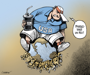 """Cette caricature du dessinateur suisse Patrick Chapatte présente davantage les Etats-Unis sur le monde que dans la mondialisation. Autrement dit, les Etats-Unis sont une superpuissance qui domine et organise la mondialisation à son profit. La canette portant l'inscription """"oil"""" est là pour signifier que les Américains vivent sur le dos de la planète : s'ils ne représentent que 4,5% de la population mondiale, ils consomment 20% de l'énergie produite dans le monde chaque année. Les Etats-Unis jouent un rôle majeur dans la mondialisation."""