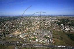 DOC 3 - Meyzieu, une commune située à 18 km à l'est du centre ville de Lyon. La plupart des habitants de cette commune effectuent des déplacements quotidiens, principalement en voitures grâce aux autoroutes, mais aussi au train et au bus.