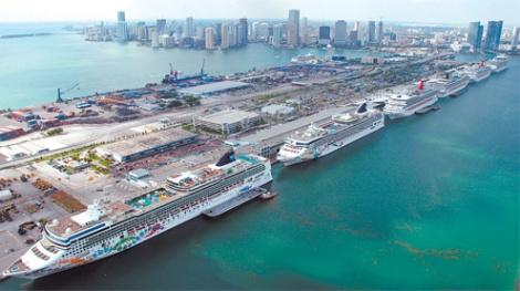 Miami est le plus important port de croisière au monde. En 2009, plus de 4 millions de croisiéristes sont passés par le port de Miami. Il est capable d'accueillir les plus gros paquebots au monde